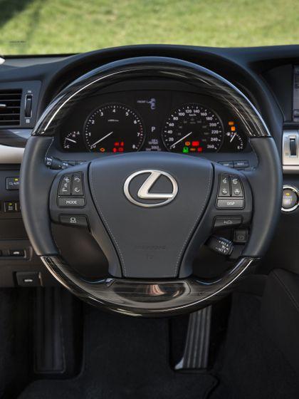 2013 Lexus LS460 33