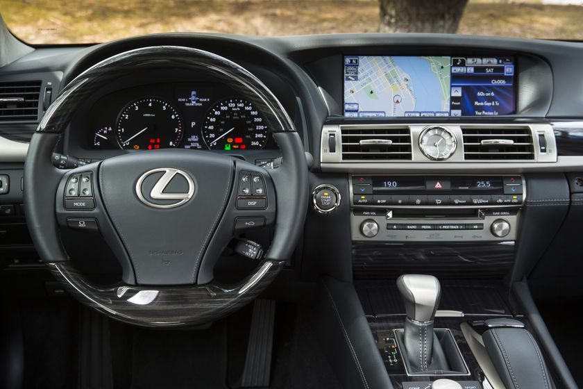 2013 Lexus LS460 34