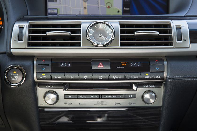 2013 Lexus LS460 38