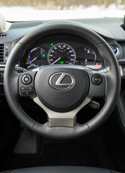 14-16 Lexus CT200h 27