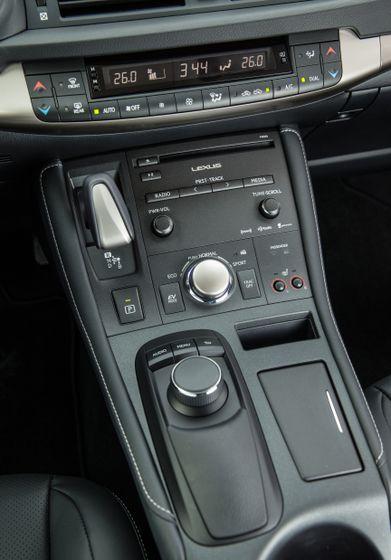 14-16 Lexus CT200h 32