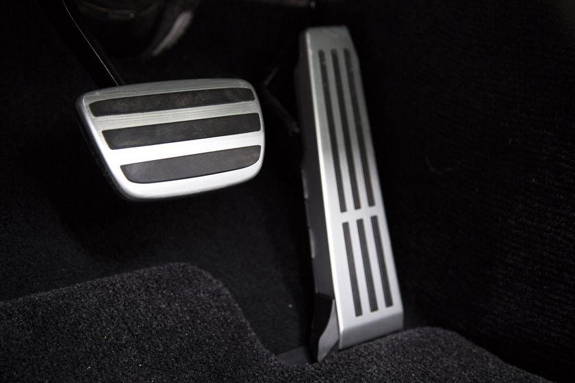 2016_Lexus_GS_F_035