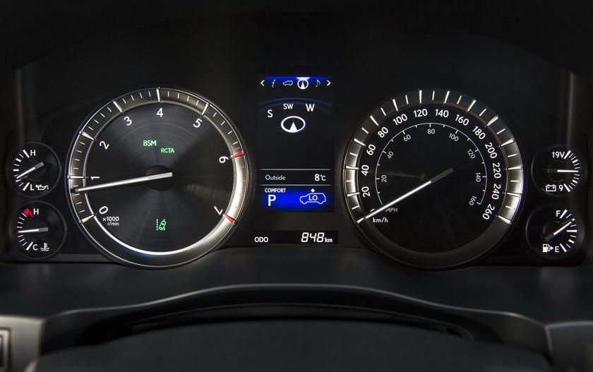 2016_Lexus_LX570-26