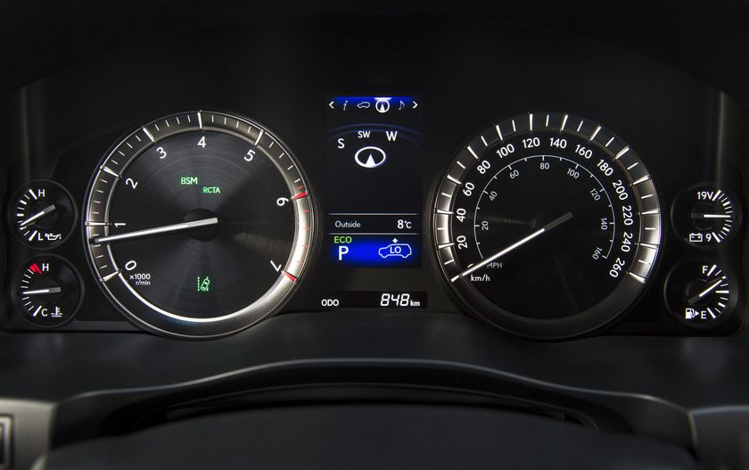 2016_Lexus_LX570-27