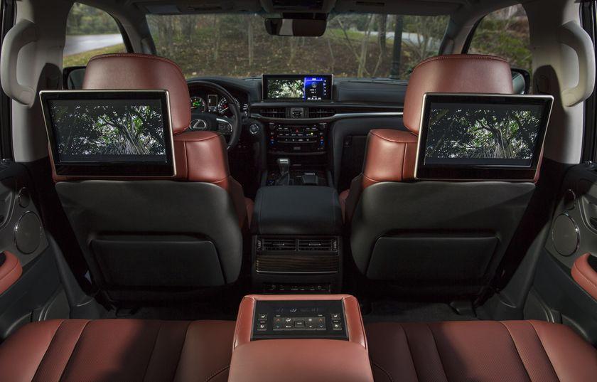 2016_Lexus_LX570-41