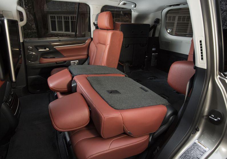 2016_Lexus_LX570-46