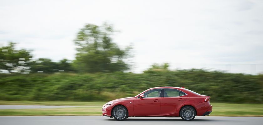 Lexus_IS_200t_05_hi