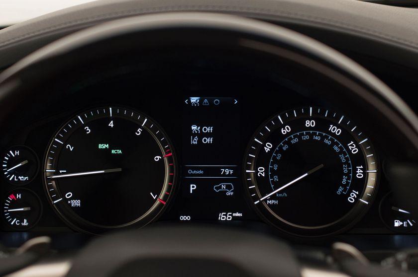 2016_Lexus_LX_570_021