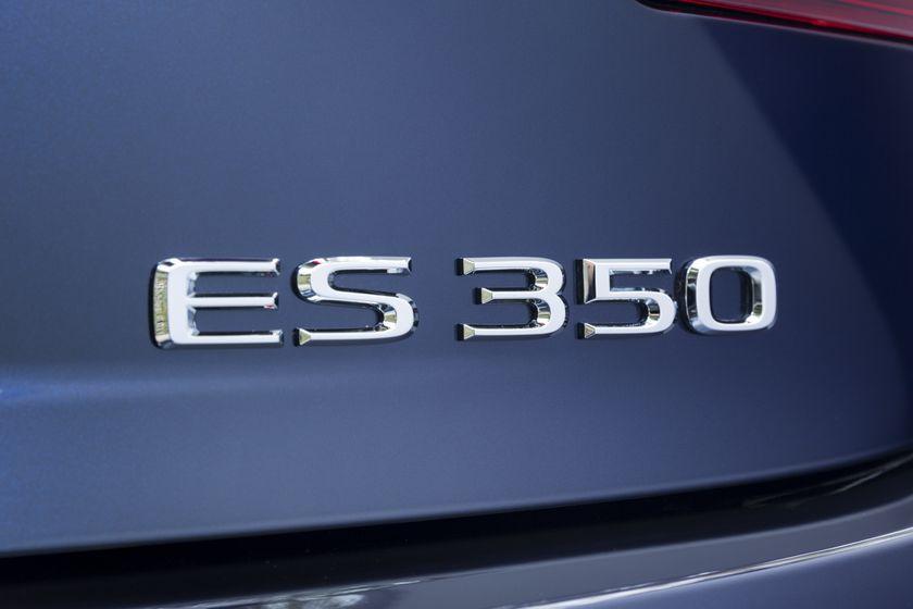 2016-2018_Lexus_ES350-12