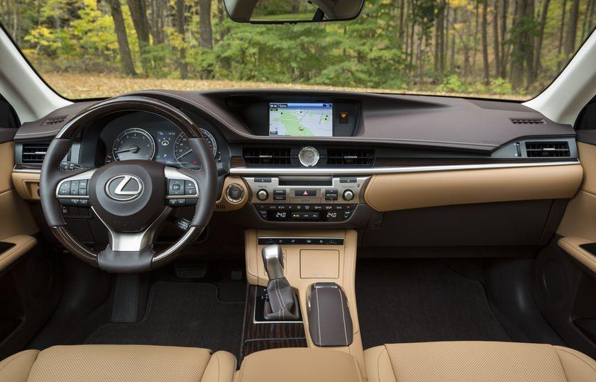 2016-2018_Lexus_ES350-19