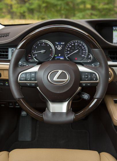 2016-2018_Lexus_ES350-20