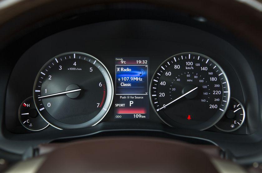 2016-2018_Lexus_ES350-23
