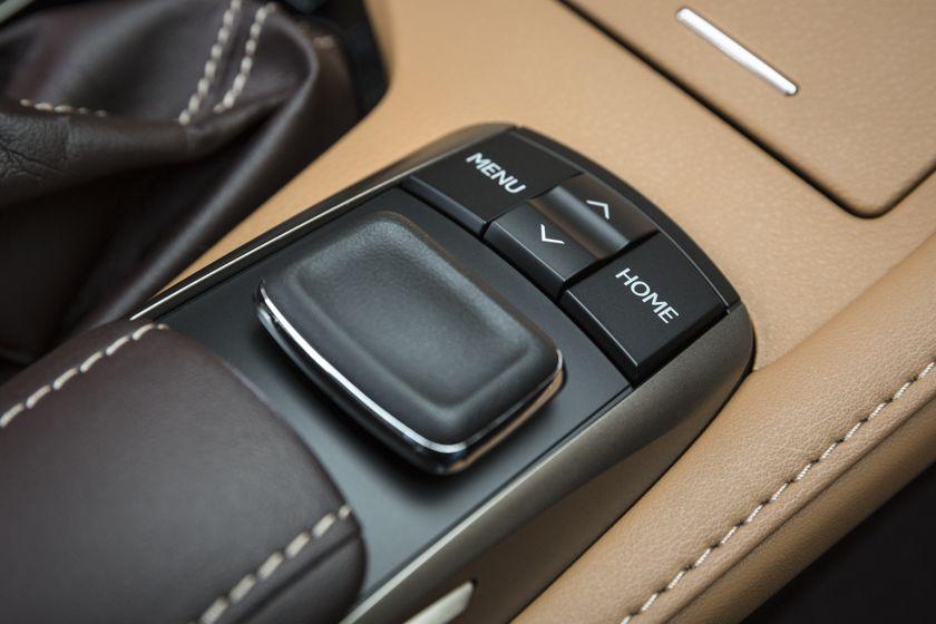 2016-2018_Lexus_ES350-26