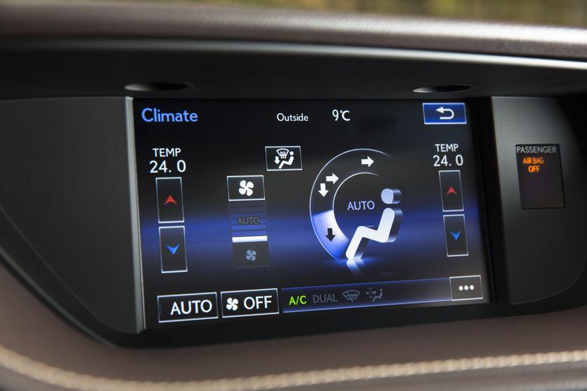 2016-2018_Lexus_ES350-28