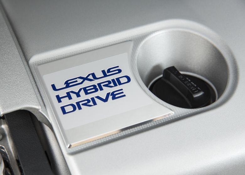 2016_Lexus_ES300h-18