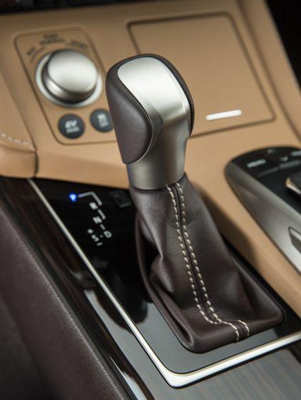 2016_Lexus_ES300h-29