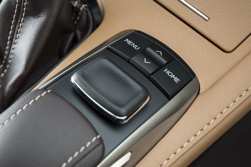 2016_Lexus_ES300h-31