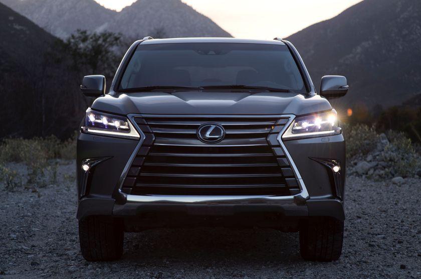 2016_Lexus_LX_570_005