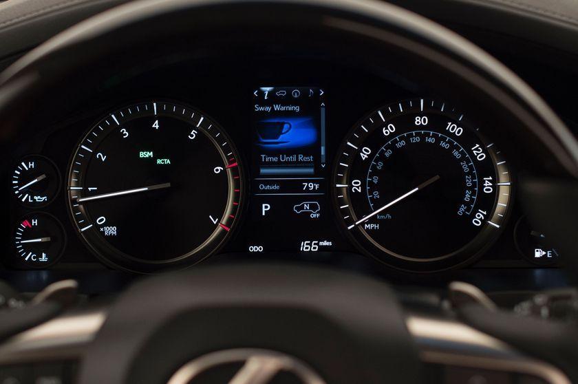 2016_Lexus_LX_570_020