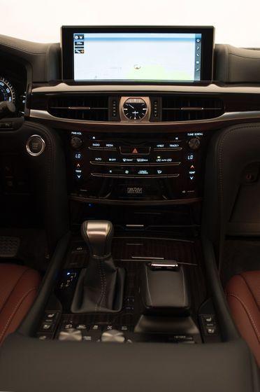 2016_Lexus_LX_570_022