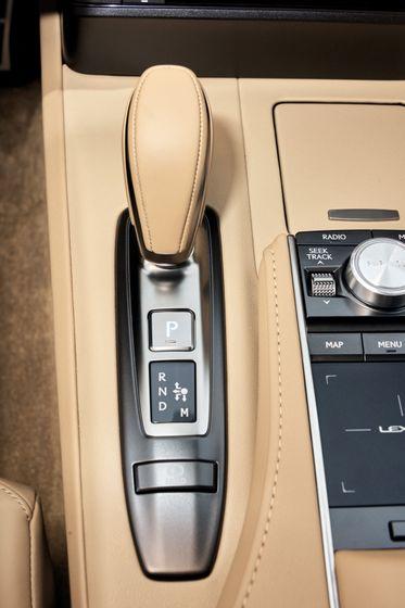 2017_Lexus_LC500_DarkGrey_InteriorDet_5