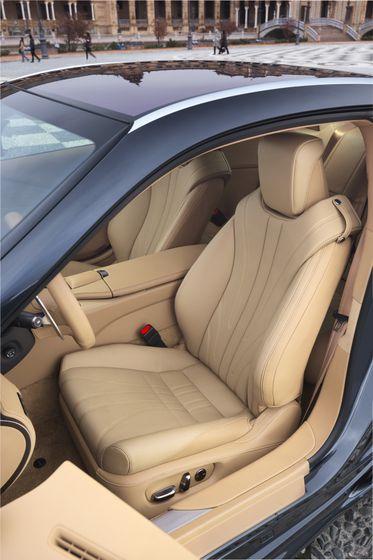 2017_Lexus_LC500_DarkGrey_InteriorDet_9