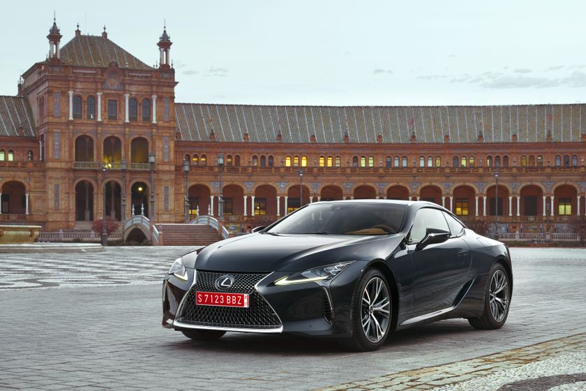 2017_Lexus_LC500_DarkGrey_Static_1