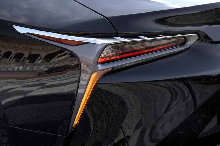 2017_Lexus_LC500h_ExteriorDet_03