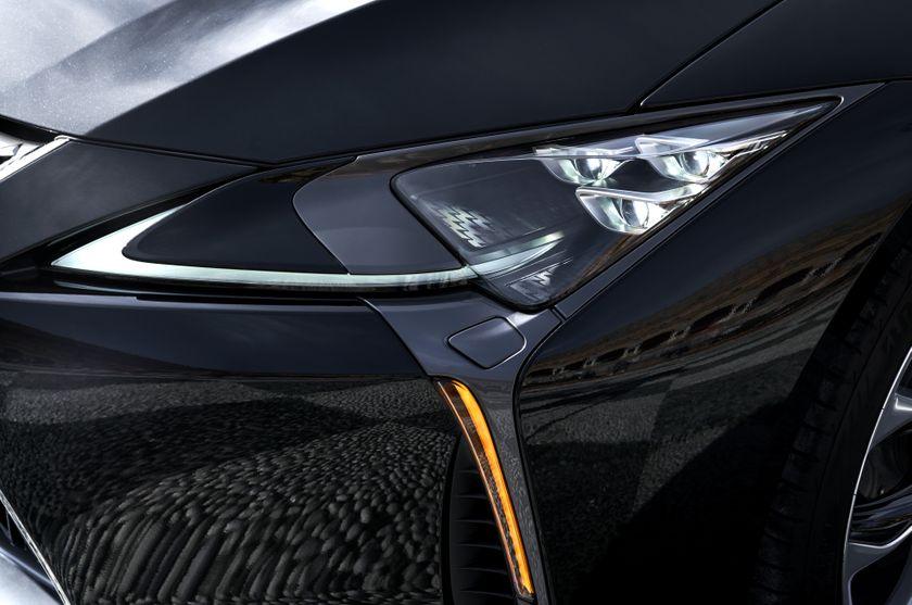 2017_Lexus_LC500h_ExteriorDet_06