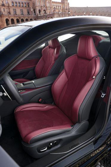 2017_Lexus_LC500h_InteriorDet_1