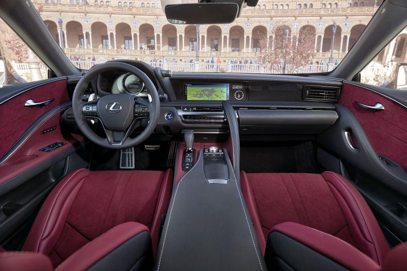 2017_Lexus_LC500h_InteriorDet_3