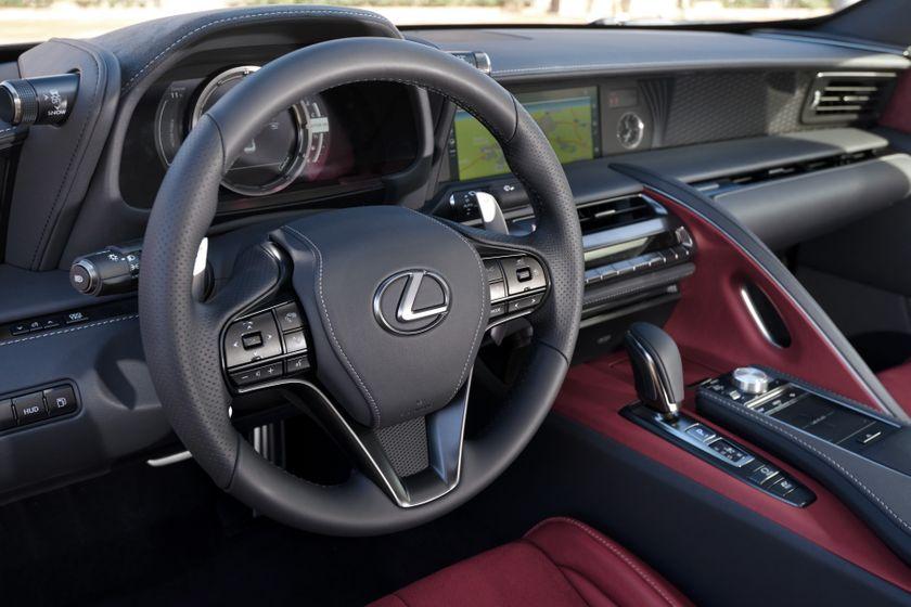 2017_Lexus_LC500h_InteriorDet_4