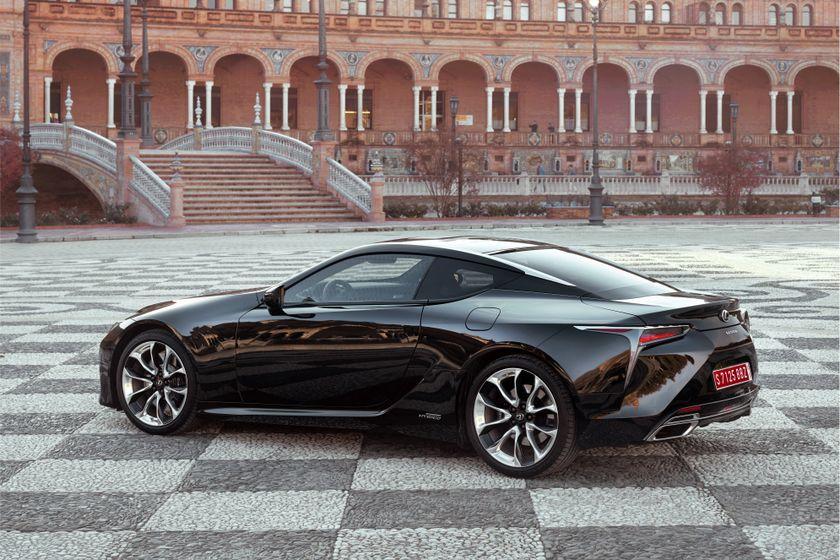 2017_Lexus_LC500h_Static_2