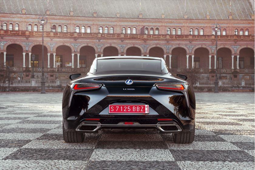 2017_Lexus_LC500h_Static_3