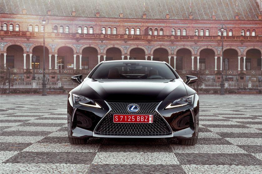 2017_Lexus_LC500h_Static_4