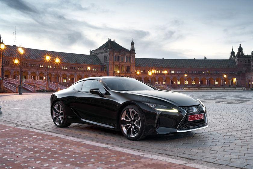 2017_Lexus_LC500h_Static_7