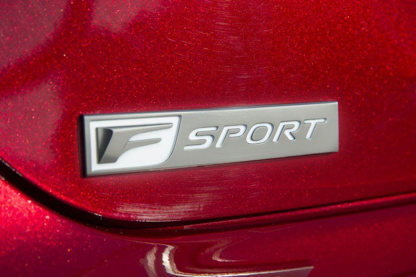 2016_Lexus_GS350-17