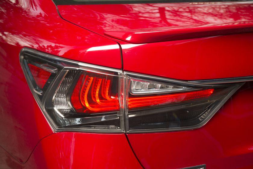 2016_Lexus_GS350-19