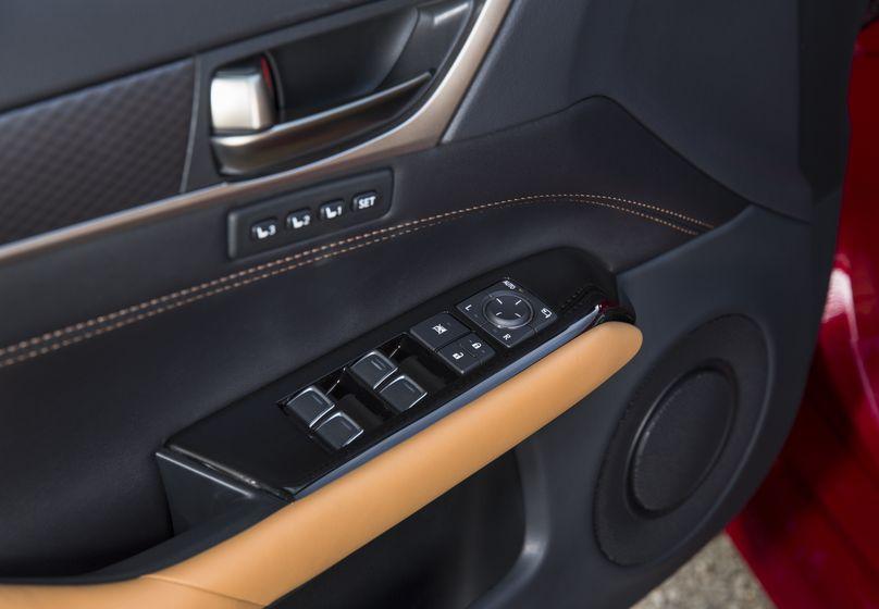 2016_Lexus_GS350-21