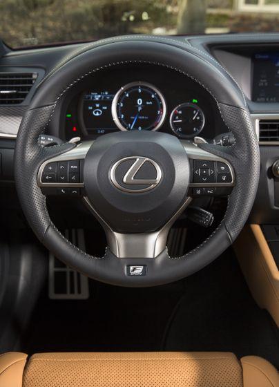 2016_Lexus_GS350-26