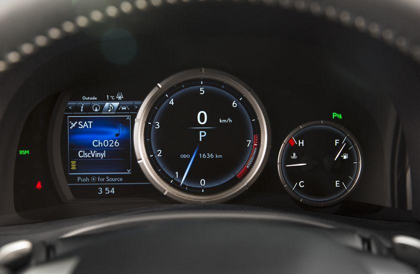 2016_Lexus_GS350-27