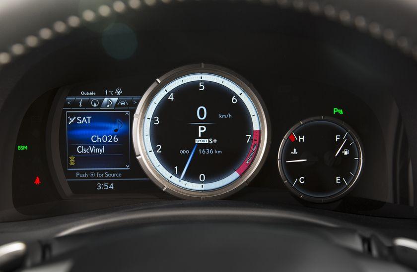 2016_Lexus_GS350-28