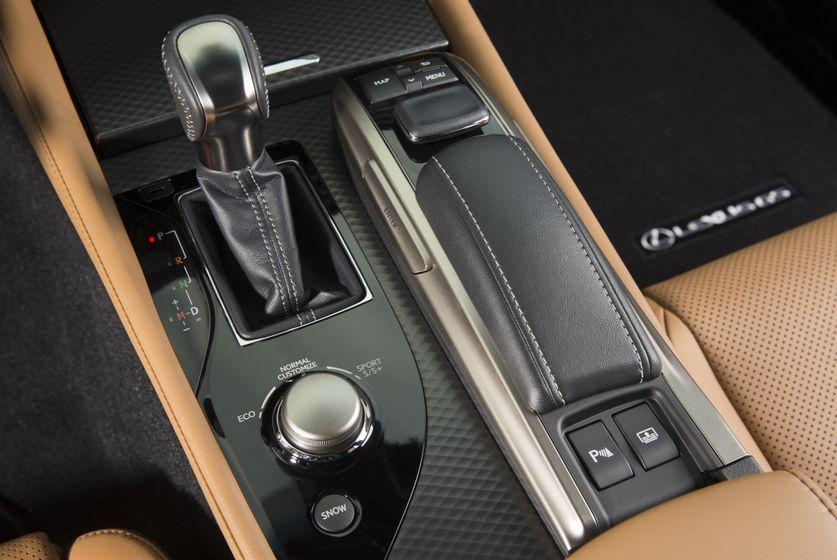 2016_Lexus_GS350-29