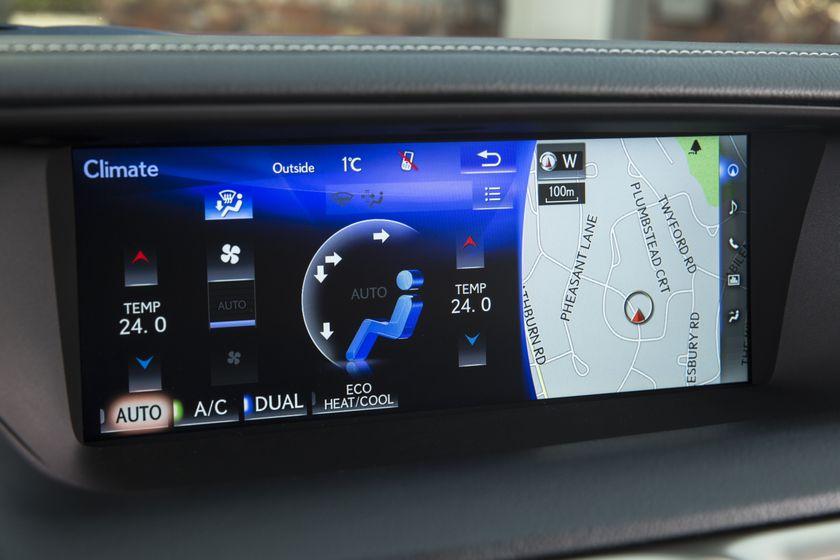 2016_Lexus_GS350-32