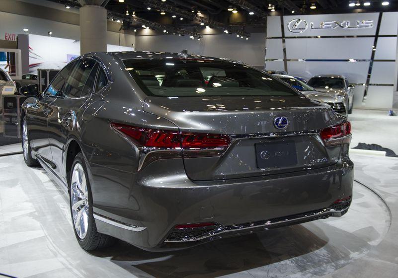 2018 Lexus LS500h Reveal-03