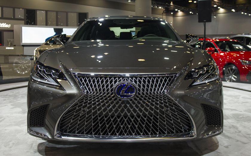 2018 Lexus LS500h Reveal-05