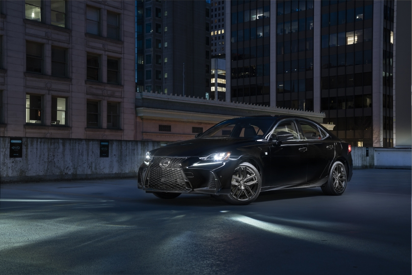 Lexus IS Black Line 01