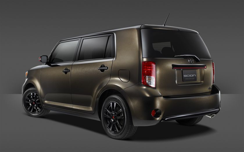 2015_Scion_xB_686_002