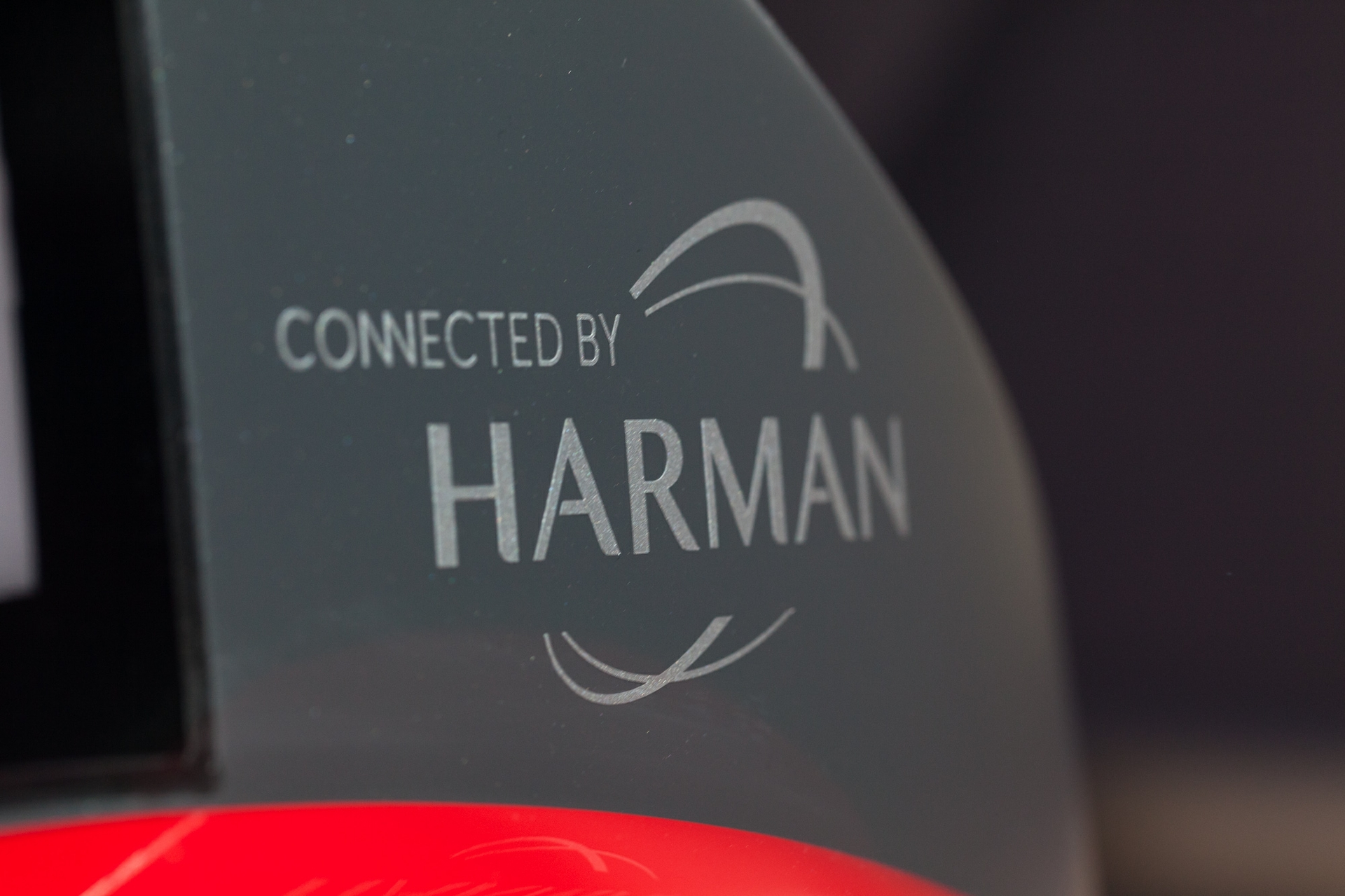 Rinspeed Connected by HARMAN