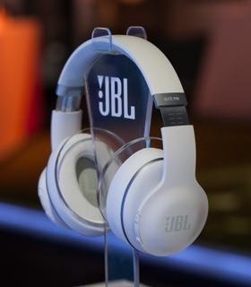 47d6678d55d JBL Everest™ ELITE 700 OTA & Award-Winning SDK Features Deliver Meaningful  Upgrades Throughout